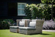 Riet in uw tuin.! Prachtige, stijlvolle loungestoelen I ROYAL DESIGN