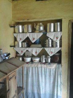 Uma singela prateleira antiga para cozinha