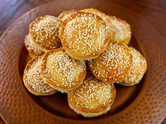 Tilly's Pastelles - A Sephardic recipe from Greg Henry's cookbook, Savory Pies - Meat hand pies with egg, parsley, and herbs sprinkled with sesame seeds. Jewish Recipes, Greek Recipes, Skyrim Food, Greek Desserts, Quiches, Healthy Eating Tips, Healthy Nutrition, Hand Pies, Holiday Recipes