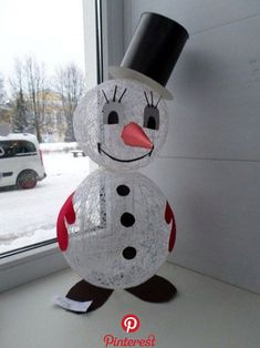 40 Brilliant DIY Snowman Craft Ideas For Amazing Winter There's something just beautiful about the snow when it falls soundlessly in the middle of the night. As it sits on the window and road taunting us to come to play outside and make a cute little snowman. Transform your home into a snow world..