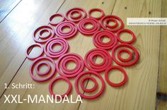 Geo-Mandala mit Kindern auf dem Boden legen mit den Geo-Legespielen nach Fröbel (hier Spielgabe 9, Froebel Gift 9)  -> Tutorial, 1. Schritt Spielgaben - Legespiele kaufen:  http://www.friedrich-froebel-online.de/shop/