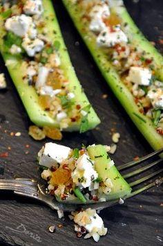 Mini concombres farcis au quinoa et boulgour, aux raisins secs et féta