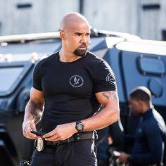 Handsome Black Men, How To Look Handsome, Shemar Moore Shirtless, Sherman Moore, Derek Morgan, Criminal Minds Cast, Tactical Clothing, Men In Uniform, Hollywood