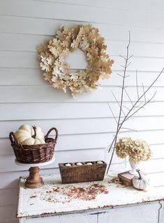 The Thousand Oaks Wreath a budget friendly Neutral Fall wreath to add to your Fall decorating. #diy #diywreath #diyfallcraft #CheapDIYFallWreath #Adorablefallwreath #frontdoorwreath #autumnwreath #ThousandOakswreath #Oakwreath #bookpagewreath