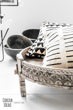 Lovely combination from Couleur Locale Gray Interior, Interior Styling, Interior Decorating, Deco Ethnic Chic, African Interior, Moroccan Interiors, Boho Stil, African Design, Home And Deco