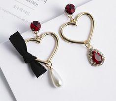存在感のあるモチーフが耳元を飾るピアス/イヤリングです。プレゼントにおすすめ♪自分へのご褒美♪大切な人へのギフトに最適♪アクセサリー