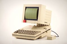 Check out this retro computer made of LEGOs.