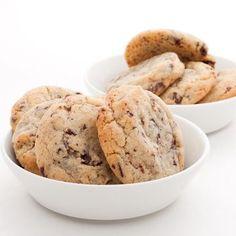 Après un nombre d'essais incalculable, voici la recette ultime des cookies américains comme je les aime : croustillants à l'extérieur et bien moelleux à l'