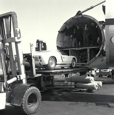 The prototype is disgorged from the cargo hold of a BOAC airliner at JFK before being spirited off to a local Ford dealership so it could be fettled before meeting the press in New York City. Ford Gt40, Train Car, Road Racing, Fast Cars, Hot Wheels, Cars Motorcycles, Super Cars, New York City, Monster Trucks