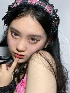Cute Makeup, Pretty Makeup, Makeup Looks, Cute Kawaii Girl, Cute Girl Face, Ulzzang Korean Girl, Cute Korean Girl, Sana Kpop, Korean Eye Makeup