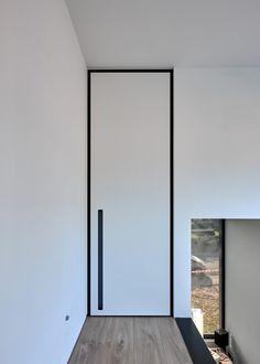 """Modern white interior door with a black """"BKO"""" door frame Flat Interior, Home Interior Design, Interior Door, Ultra Modern Homes, Contemporary Stairs, Flush Doors, White Doors, Door Design, Windows And Doors"""