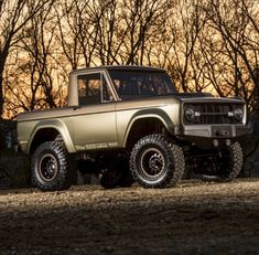 utwo: 1966 Ford Bronco © trucktrend