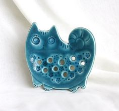 Turquoise cat Soap Dish Wall picture by vishnya on Etsy Pottery Animals, Ceramic Animals, Ceramics Projects, Clay Projects, Slab Pottery, Ceramic Pottery, Pottery Barn, Glazed Ceramic, Ceramic Clay