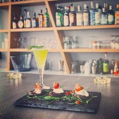 #ClubMed   #ginmare  Cucumber water, Elderflower, Lime, smoked salt, springs of dill #accompaniment  blinis from locust bean, mousse tarama, #crithmummaritimum #yellowfin_tuna   #Food_pairing  #light_lunch  #maditerranean #Greek_Creative_cuisine #Giannis_Bax