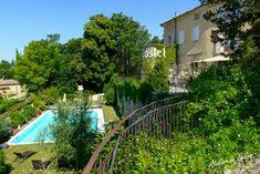 Château avec Chambres d'hôtes à vendre près de Montélimar en Drôme provençale