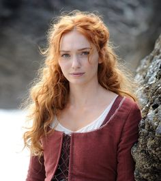 "Official Poldark on Twitter: ""Exclusive S2 BTS pic of our lovely Demelza #Poldark!"