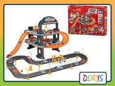 PARKING, GARAŻ  Z DROGĄ + 6 AUTEK  Wspaniała zabawka dla każdego małego chłopca.  Garaż posiada dwa piętra oraz myjnię, ruchomą windę i stację.  Spirale między piętrami oraz zjazd z drugiego piętra.  Dodatkowo posiada również drogę i 6 autek.  Garaż dostarczy dziecku wiele uśmiechu i wspaniałej zabawy oraz zajmie je na wiele godzin.