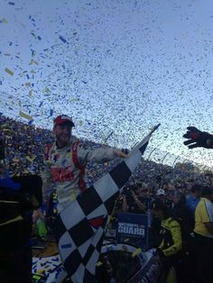 Dale Jr wins at Martinsville today. (10/26/14)