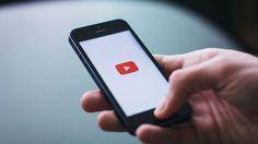 """O YouTube anunciou ter alcançado uma nova (e incrível) marca na plataforma: seus usuários tem assistido um bilhão de horas de vídeos todos os dias. """"Se você fosse sentar e assistir a um bilhão de horas de YouTube, que levaria mais de 100.000 anos. 100.000 anos atrás, nossos ancestrais estavam criando ferramentas de pedra e …"""