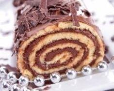 Bûche au chocolat d'Annie Köstliche Desserts, Chocolate Desserts, Oreo Dirt Pudding, Yummy Treats, Yummy Food, Cake Roll Recipes, Nutella Cake, Rolls Recipe, Biscuits