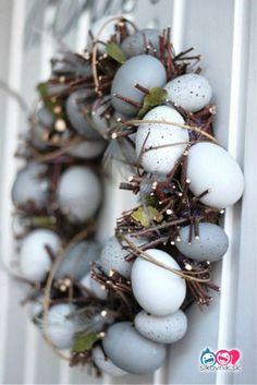 Easter egg wreath I húsvéti koszorú Hoppy Easter, Easter Bunny, Easter Eggs, Spring Crafts, Holiday Crafts, Holiday Ideas, Paper Mulberry, Pot Pourri, Diy Ostern