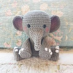 Elefante peluche, amigurumi de Two bee, patron gratis.Elephant Plush, amigurumi by Two bee,free pattern..