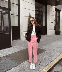 Pink Pants Outfit, Chambray Outfit, Curvy Outfits, Chic Outfits, Spring Outfits, Fashion Pants, Fashion Outfits, Dope Fashion, Zara Looks