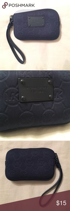 Michael Kors Camera Case Navy Blue Michael Kors camera case in navy blue. In great condition! Can be used for a small camera or makeup, cards, etc. Michael Kors Bags Cosmetic Bags & Cases