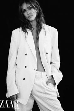 Jessica Alba Photoshoot, Jessica Alba Pictures, Wattpad, The Hollywood Reporter, Harpers Bazaar, Star Fashion, Cute Girls, Unisex, Black And White