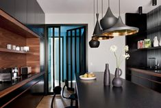 With its expertise and sensitivity, the studio Double G makes beautiful interiors. If you like modern interior design, you will not be disappointed. Interior Design Kitchen, Modern Interior Design, Kitchen Decor, Interior Decorating, Tom Dixon, Colorful Decor, Colorful Interiors, Architecture Parisienne, Double G