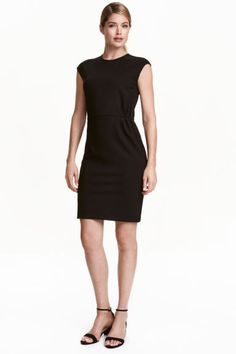 Short dress: Short, gently tailored dress in sturdy jersey with short cap sleeves, a visible zip at the back and a seam at the waist with pleats. Unlined.