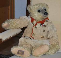 I miss the days when all it took to make me feel better was my teddy bear.robin der baer, by Marie Robischon,, Germany Old Teddy Bears, Antique Teddy Bears, Love Bears All Things, We Bear, Fabric Animals, Bear Doll, Antique Toys, Softies, Polar Bear