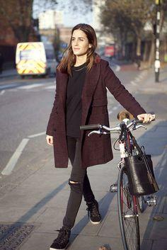 Gala Gonzalez, conoce su espectacular look. Gala Gonzalez, Cycle Chic, Parisienne Chic, Streetwear, Winter Mode, Bike Style, Effortless Chic, Look Fashion, Pretty Outfits