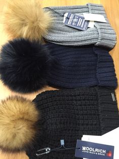 Cappelli in lana di Woolrich con pon pon in volpe. 60€ in confronto al 8e3019cabcdd
