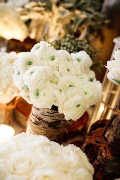 I love this Ranunculus wedding bouquet💜 Ranunculus Wedding, White Ranunculus, Ranunculus Centerpiece, White Peonies, Ranunculus Bouquet, Wedding Centerpieces, Wedding Bouquets, Wedding Flowers, Birch Centerpieces