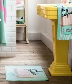 awesome sink Yellow Flamingo Bathroom And. yellow is always great! Flamingo Bathroom, Bathroom Colors, Small Bathroom, Lavabo Vintage, Painting A Sink, Yellow Bathrooms, Creation Deco, H&m Home, White Rooms