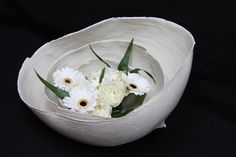 Porcelain eggs with flowers