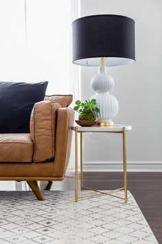Side table decor - Easy IKEA Decor Hack From Plain Side Table to a Marble Masterpiece – Side table decor Ikea Side Table, Side Table Decor, Modern Side Table, Table Decorations, Side Tables, Ikea Living Room Furniture, Girls Furniture, Table Decor Living Room, Dining Table