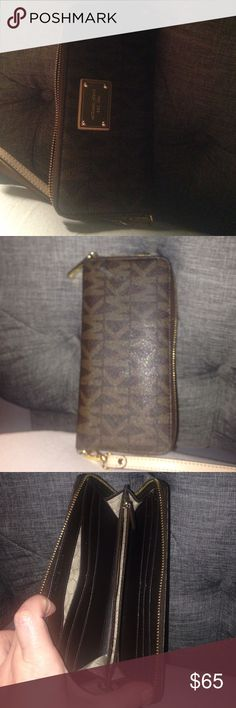 Michael Kors Wallet Used maybe 7 times. Smoke free home. I keep it in a clean purse. Michael Kors Bags Wallets