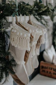 Bohemian Christmas, Natural Christmas, Christmas Mood, Noel Christmas, Modern Christmas, Christmas Stockings, Christmas Ideas, Xmas, Modern Holiday Decor