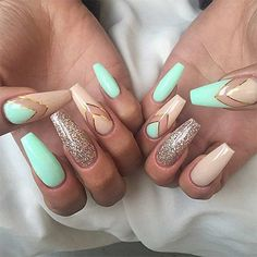 ▷ ideas for pointed nails - framing and design - fingernails pictures dull pointed nails golden glitter beige nails turquoise colors golden lines de - Pointed Nails, Stiletto Nails, Glitter Nails, Glitter Balloons, Glitter Bomb, Pink Glitter, Long Nails, My Nails, Ongles Beiges