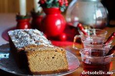 """""""Prestegårdens krydderkake"""" er en gammeldags og smakfull krydderkake som kjennetegnes av at kakedeigen inneholder rømme. Banana Bread, Cakes, Chocolate, Baking, Desserts, Christmas, Recipes, Drink, Board"""