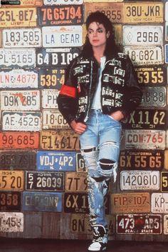 Photo of Michael Jackson - HQ Scan - LA Gear Photoshoot for fans of Michael Jackson 38119776 Janet Jackson, Art Michael Jackson, Michael Jackson Wallpaper, Michael Jackson Photoshoot, Girl Bands, Boy Band, Hee Man, Mj Bad, King Of Music