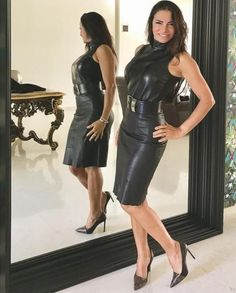 Black Leather Dresses, Black Leather Gloves, Leather Skirts, Hot Outfits, Fashion Outfits, Leder Outfits, Pencil Skirt Outfits, Elegantes Outfit, Latex Dress