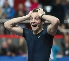 Renaud Lavillenie after his world record, 15 feb 2014 - photo AFP Assurance Auto, Sports Track, French Education, Pole Vault, Guinness Book, Move Your Body, Football, World Records, Track And Field