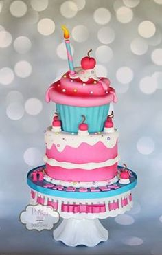 Giant cupcake cake based on an Andrea's Sweetcakes' design
