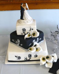 Sugar calla lily wedding cake