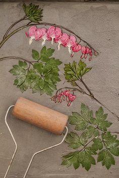 Отпечатки растений мастер-класс | Отпечатки растений мастер-класс | Ботанический Барельеф | Калифорния Clay Crafts, Diy And Crafts, Arts And Crafts, Ceramic Pottery, Pottery Art, Clay Wall Art, Clay Texture, Cottage Crafts, Stucco Patch