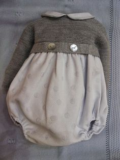Menudets-moda infantil: BEBE INVIERNO, PELELES Y CONJUNTOS COMBINADOS LANA Y TELA. Vintage Kids Fashion, Cardigan Bebe, Knitted Baby Clothes, Baby Kind, Stylish Kids, Baby Sweaters, Baby Knitting, Baby Dress, Doll Clothes