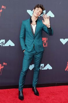 Shawn Mendes – Dolce&Gabbana Green Suit – David Yurman Cable Classic Cuff Bracelet with Gold and Roman Amulet in Yellow Gold with Malachite – hackled Bracelet – Saint Laurent Shoes Cute Celebrities, Celebs, Dolce And Gabbana Suits, Saint Laurent Shoes, Shawn Mendez, Green Suit, Fine Boys, Mtv Video Music Award, Red Carpet Fashion